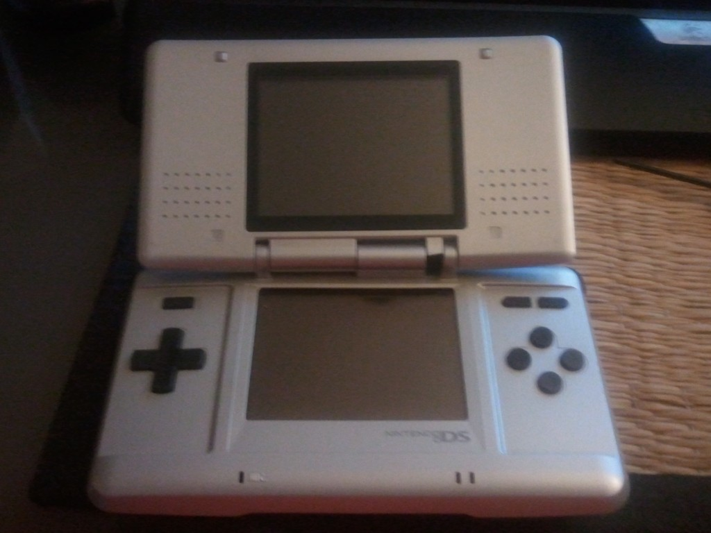 Nintendo DS with broken hinge