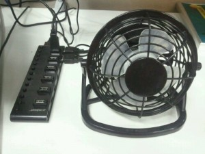 USB fan connected to a powered USB hub